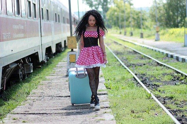 Mladá žena, cestovanie