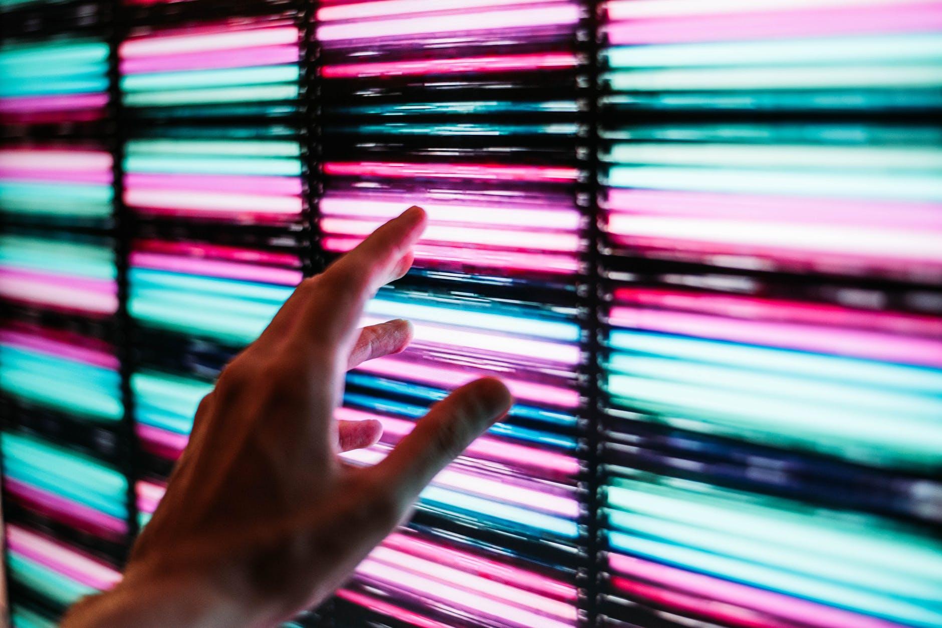farebné svetlá, ruka