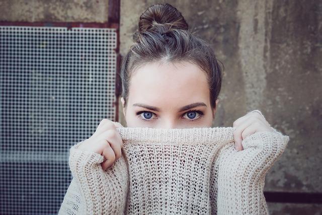 žena, sveter, móda.jpg