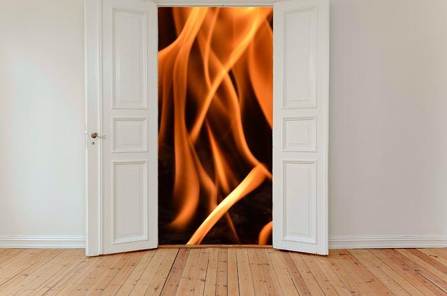 Otvorené dvere dokorán, oheň.jpg